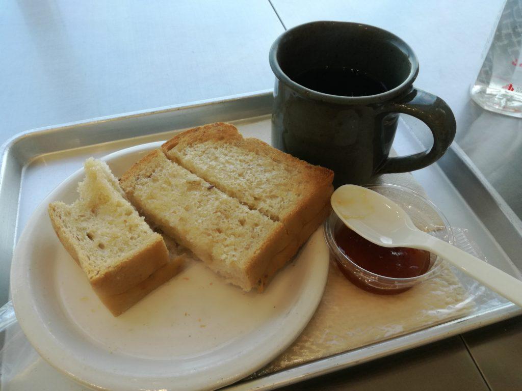 羽田空港で朝食