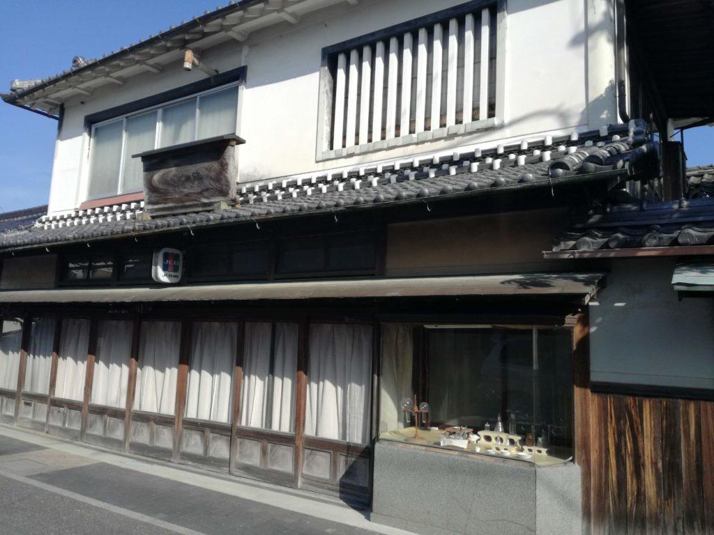 篠山城下町の町並み 薬屋