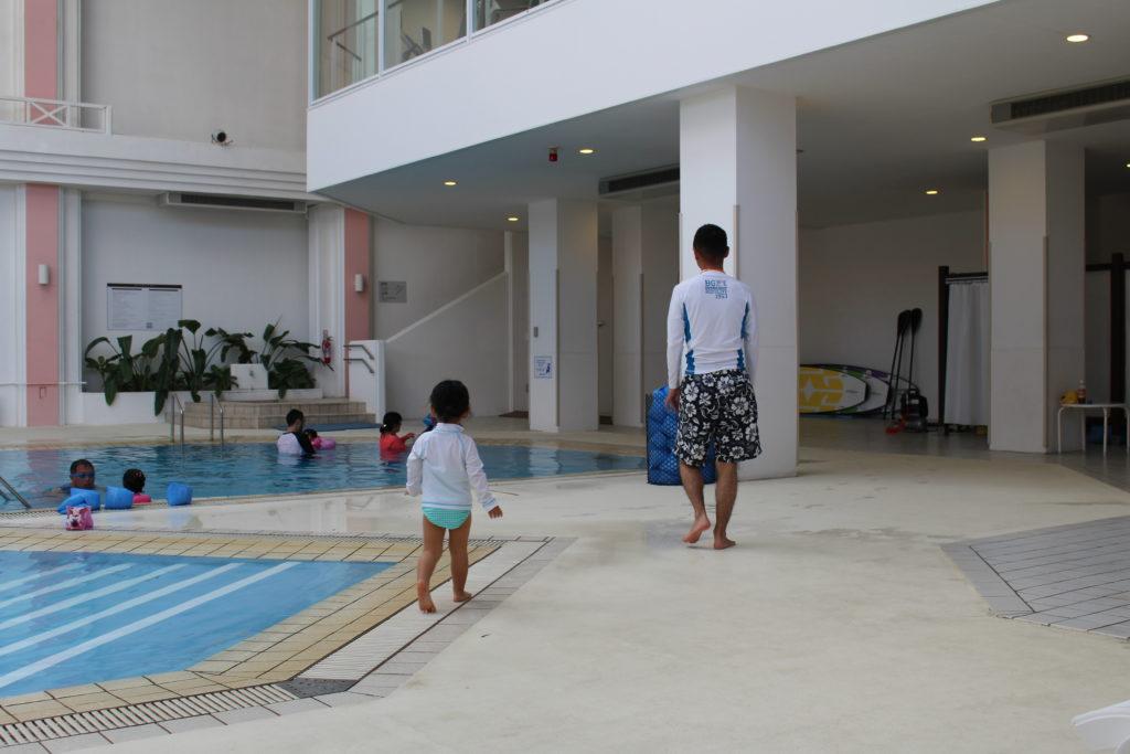 ルネッサンスリゾートオキナワの室内プール