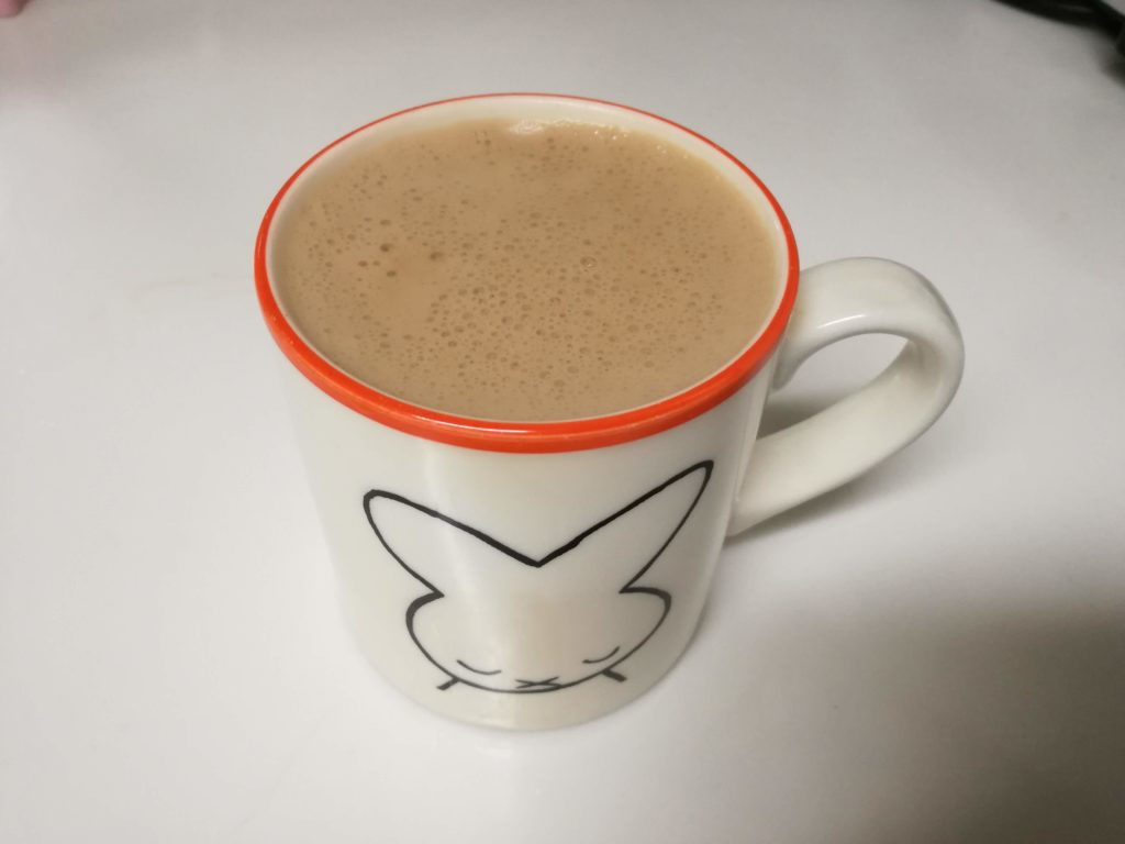 バターコーヒーはふわふわの泡が特徴。非常に美味です。(バターコーヒーの画像)