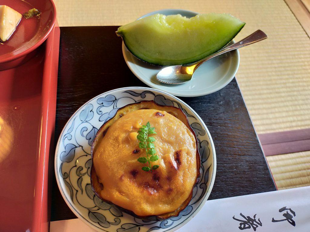 天竜寺直営の精進料理のお店「̪篩月(しげつ)」でいただいた精進料理 アツアツの茄子とメロン