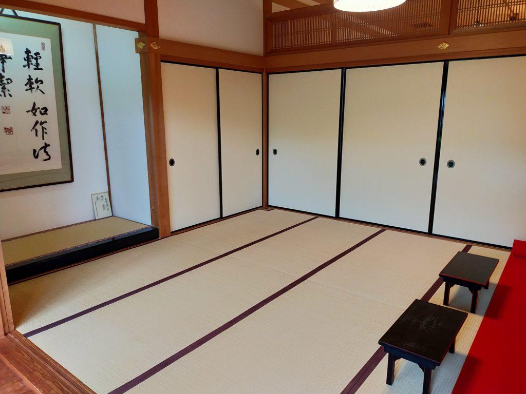 天竜寺直営の精進料理のお店「̪篩月(しげつ)」でいただいた精進料理|広間の様子