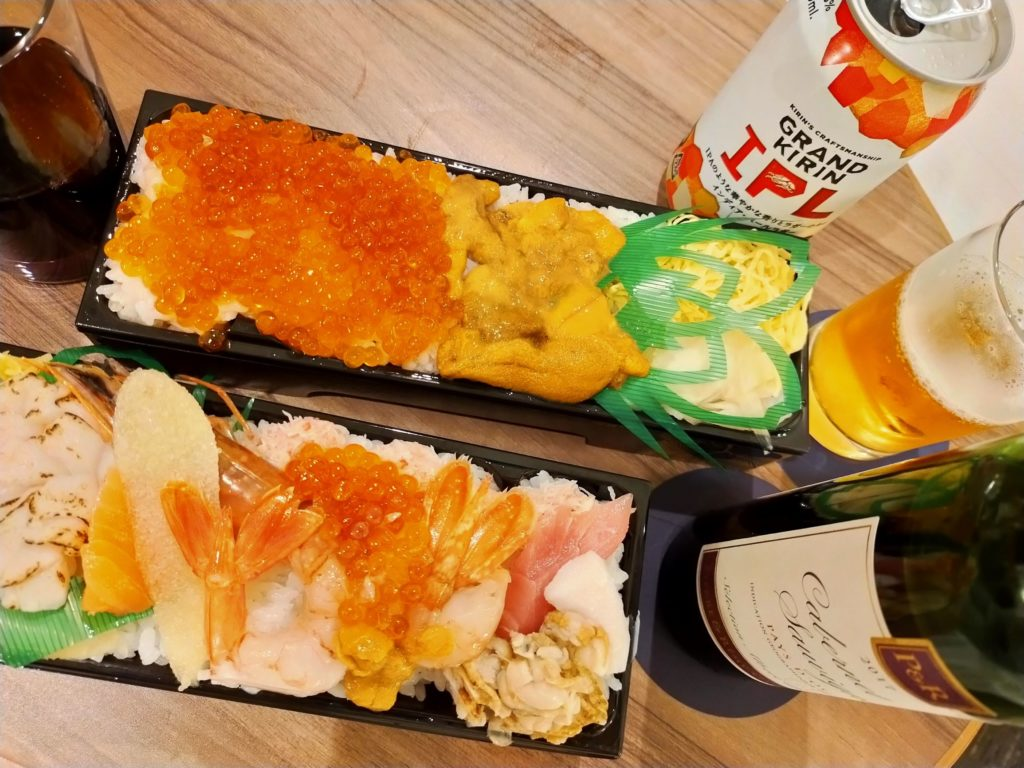 伊勢丹のデパ地下で調達した海鮮チラシとお酒で乾杯!