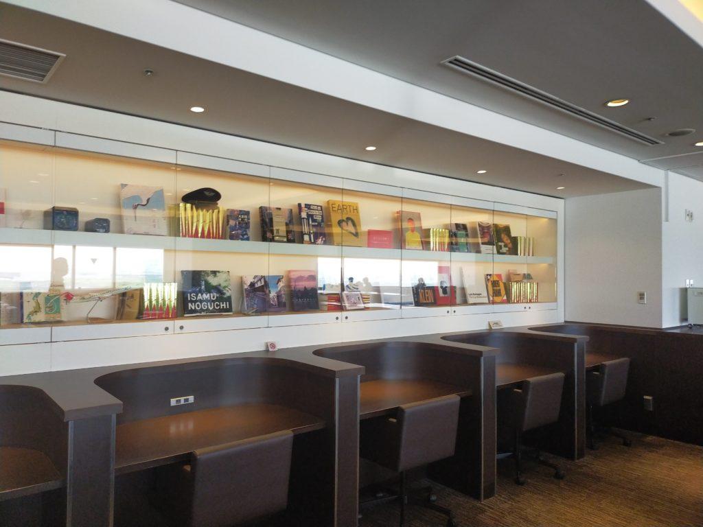 羽田空港サクララウンジのワーキングスペース