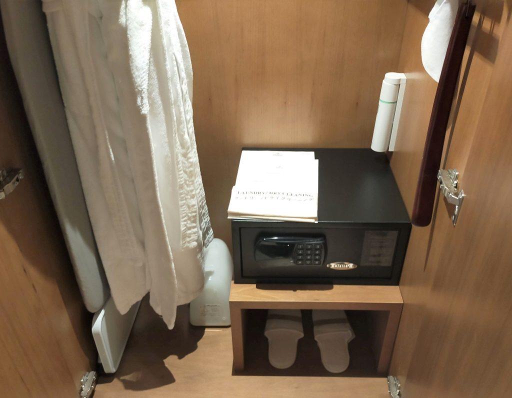 ヒルトン名古屋のお部屋のクローゼットの内部