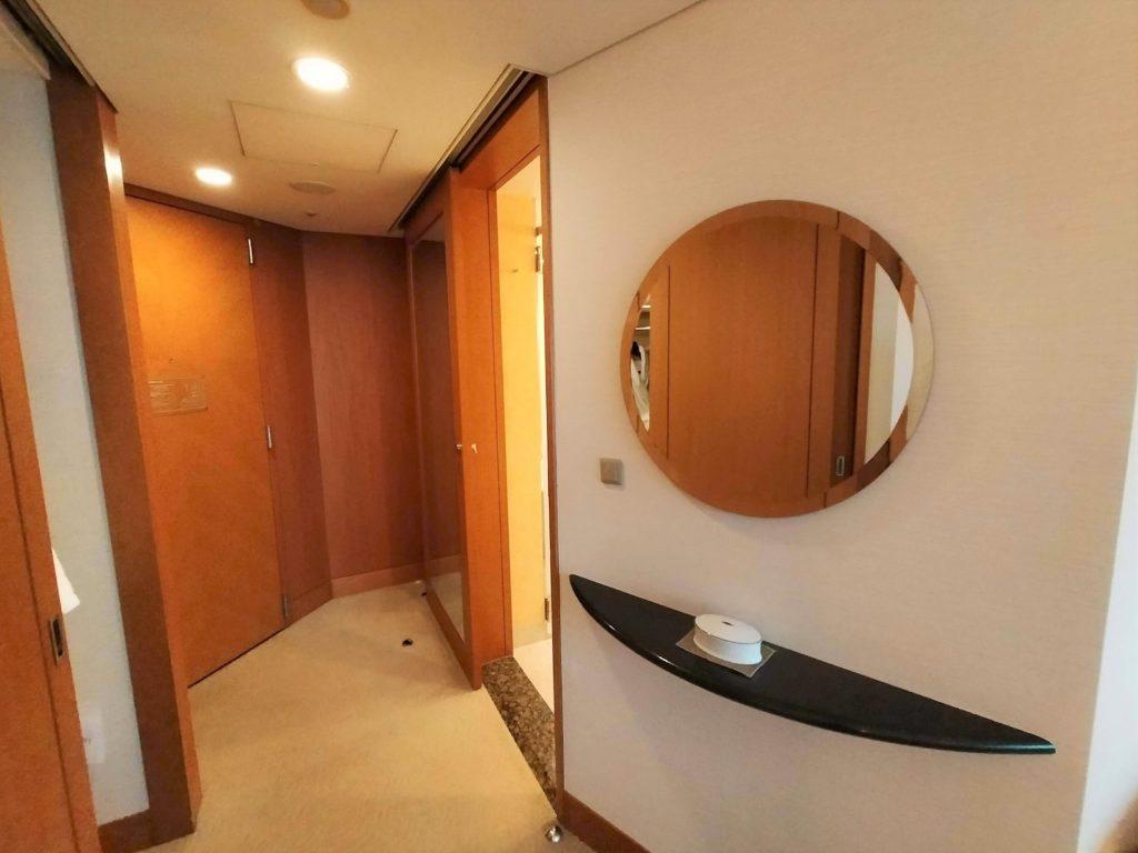 横浜ベイホテル東急のお部屋の様子(バスルーム入口)