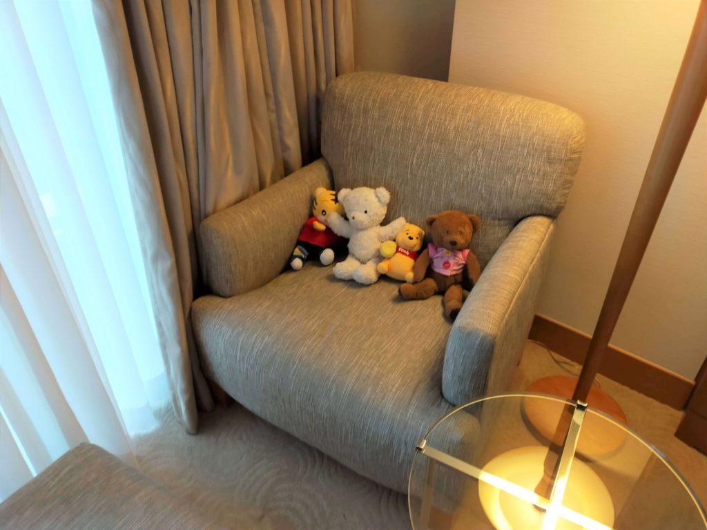 横浜ベイホテル東急のベイニューのお部屋の窓際の様子