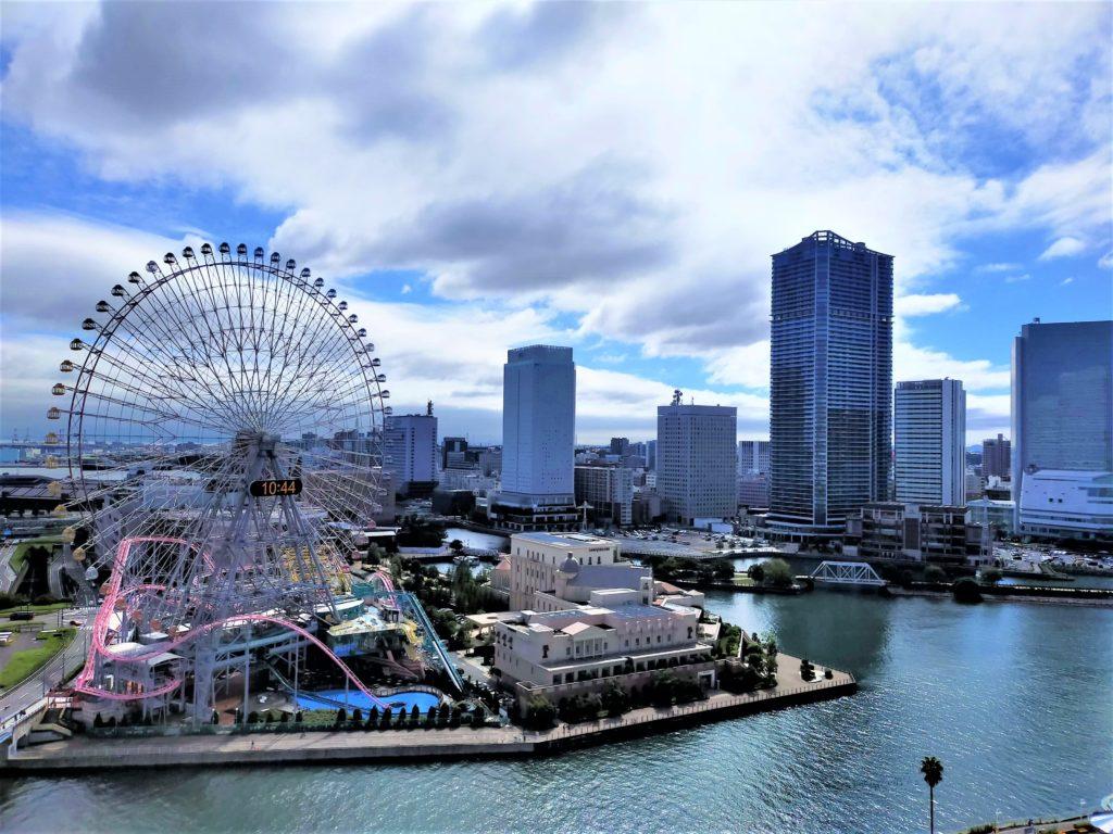 横浜ベイホテル東急のバルコニーから眺める港の景色