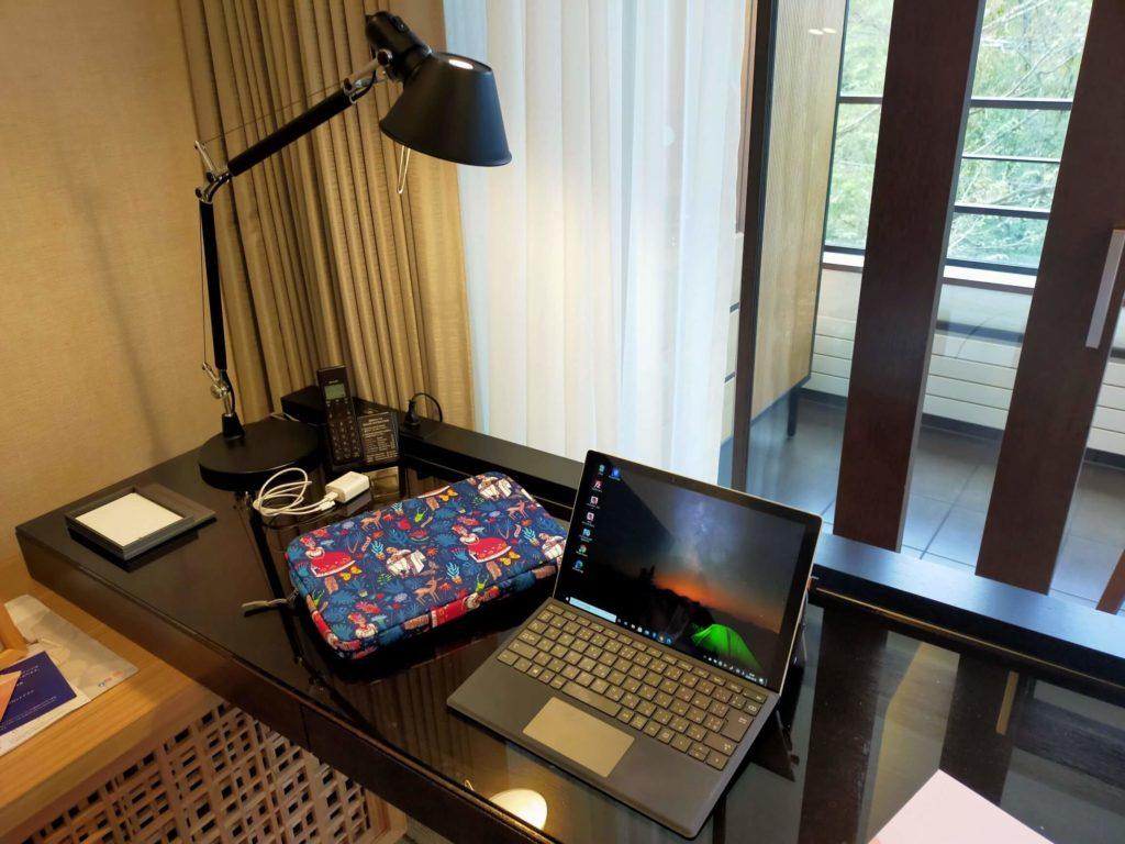 ハイアットリージェンシー箱根のお部屋のデスク