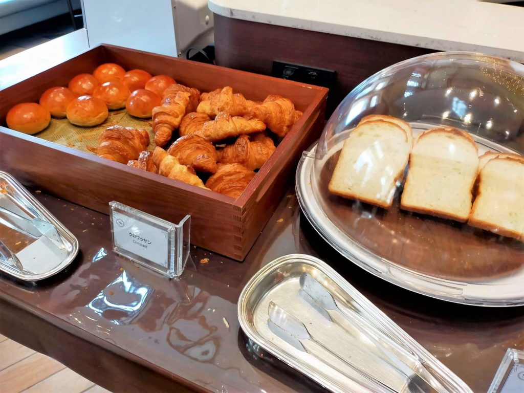 横浜ベイシェラトンホテル&タワーズの朝食「シーウィンド」パンコーナー
