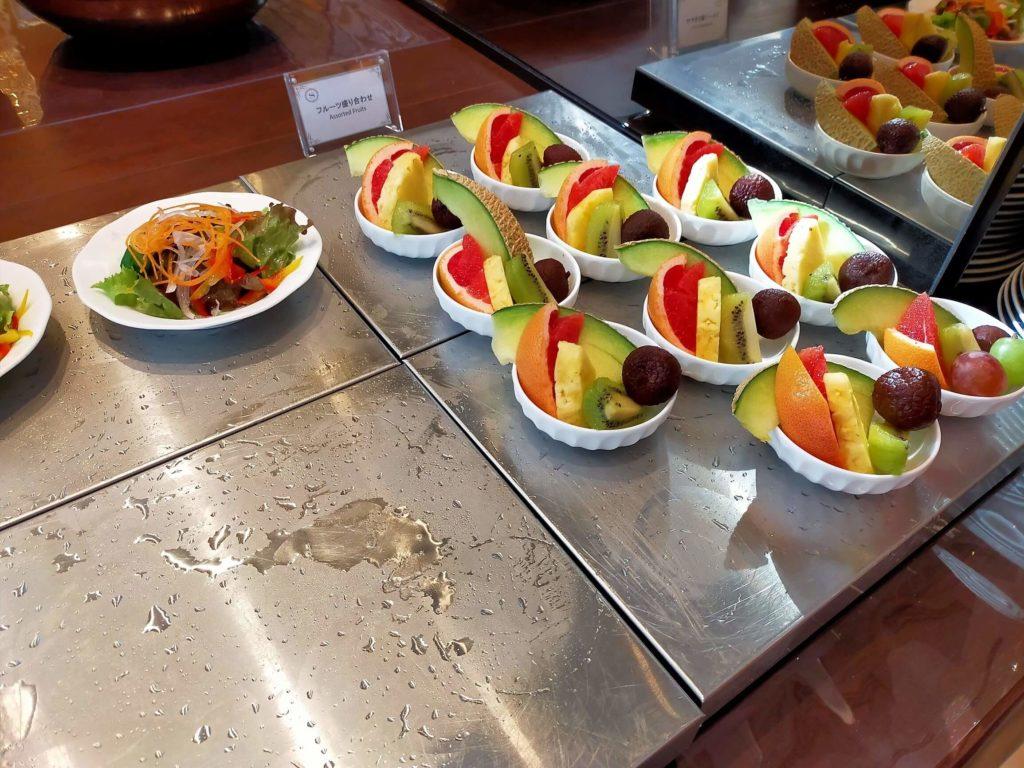 横浜ベイシェラトンホテル&タワーズの朝食「シーウィンド」フルーツとサラダコーナー