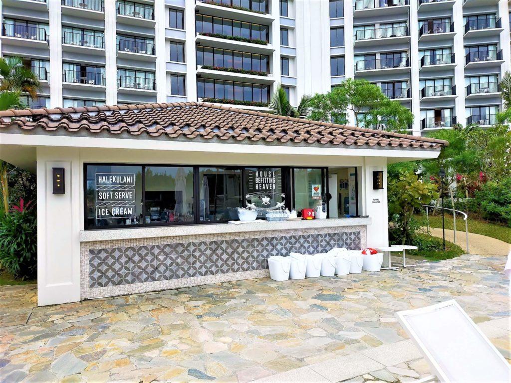 ハレクラニ沖縄のプールハウス