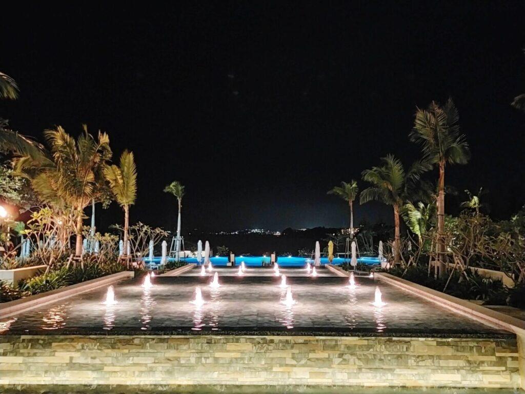 ハレクラニ沖縄 夜のフロントからの眺め