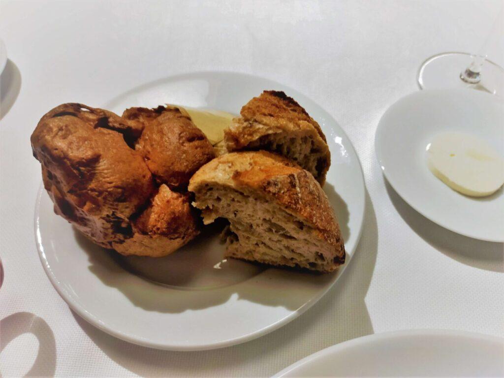 ハレクラニ沖縄のステーキ&ワイン「キングダム」のコースのパン