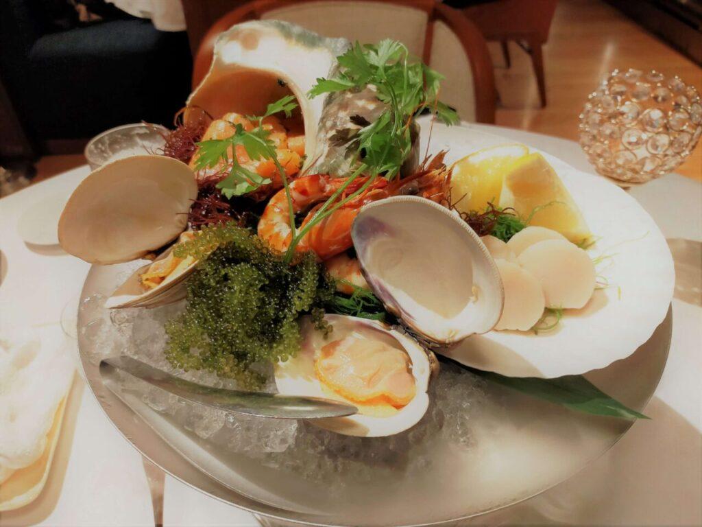 ハレクラニ沖縄のステーキ&ワイン「キングダム」のコースのシーフード盛り合わせ