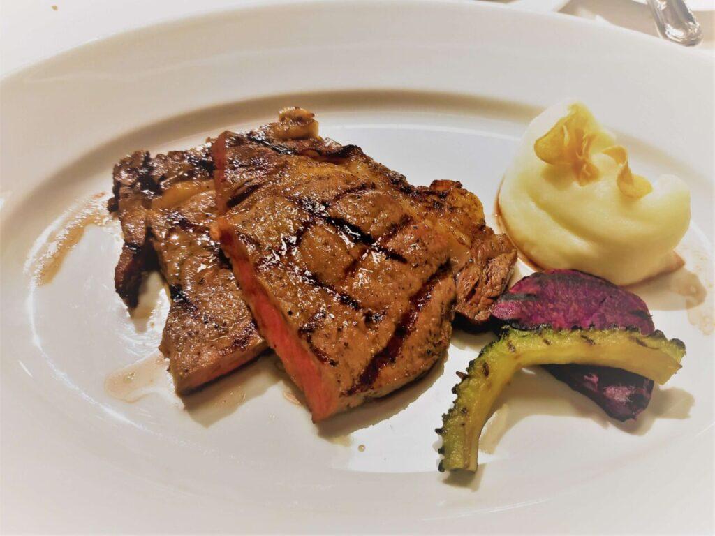 ハレクラニ沖縄のステーキ&ワイン「キングダム」のコースのお肉