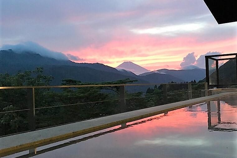箱根日帰り温泉龍宮殿本館の女性露天風呂からの富士山