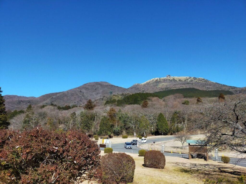 箱根日帰り温泉 龍宮殿本館から望む山々