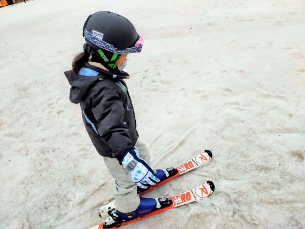 子供のスキーデビュー(初めてスキー板を履いた時)