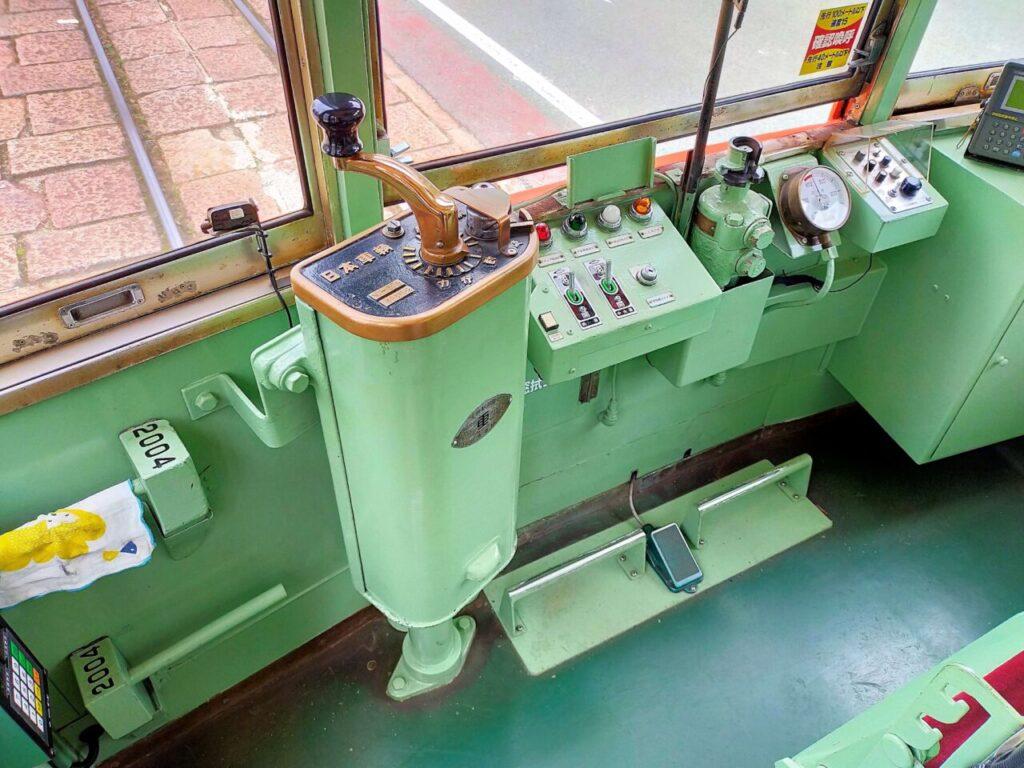 道後松山の乗り物「伊予鉄」の運転席