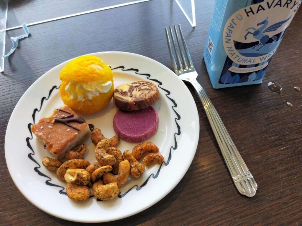 ハイアットリージェンシー大阪のアフタヌーンリフレッシュメントのサービス(お菓子とおつまみ)