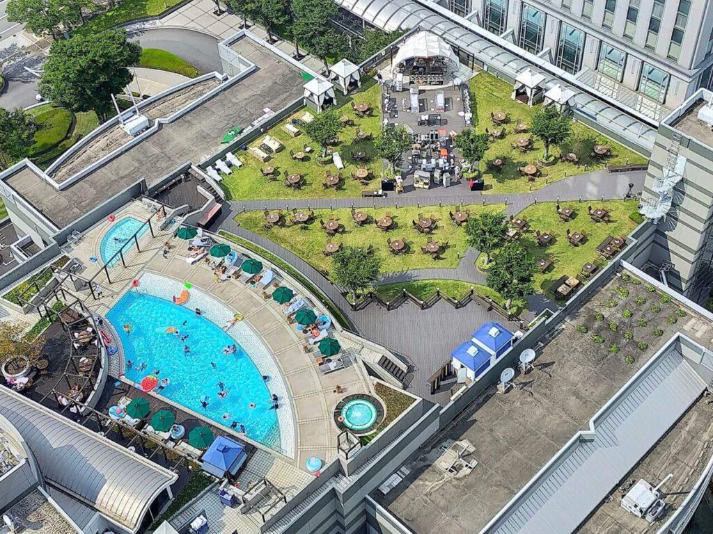 ハイアットリージェンシー大阪の屋外プール(26階から撮影)
