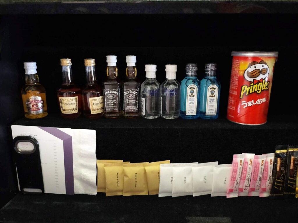 ハイアットリージェンシー大阪のリージェンシークラブルーム(室内のお茶類)