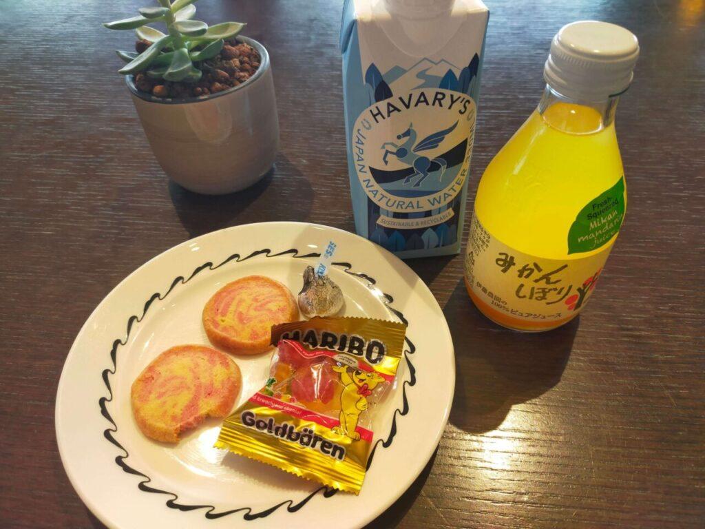 ハイアットリージェンシー大阪のアフタヌーンリフレッシュメントのサービス(お菓子と飲み物)